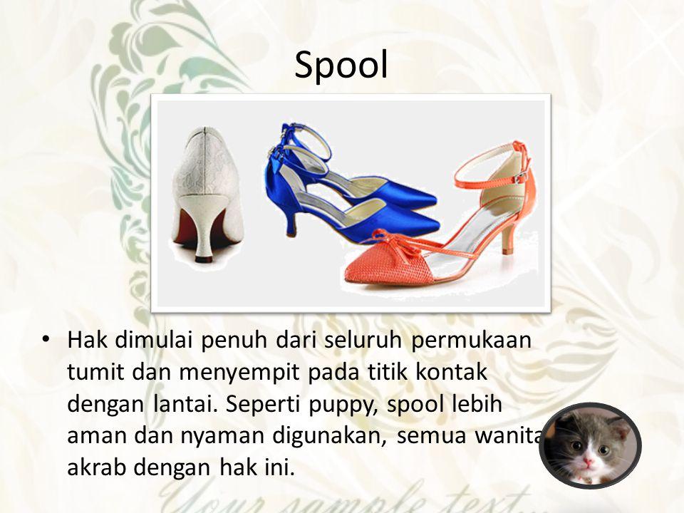 Flip Flops Biasa di sebut dengan sandal jepit.