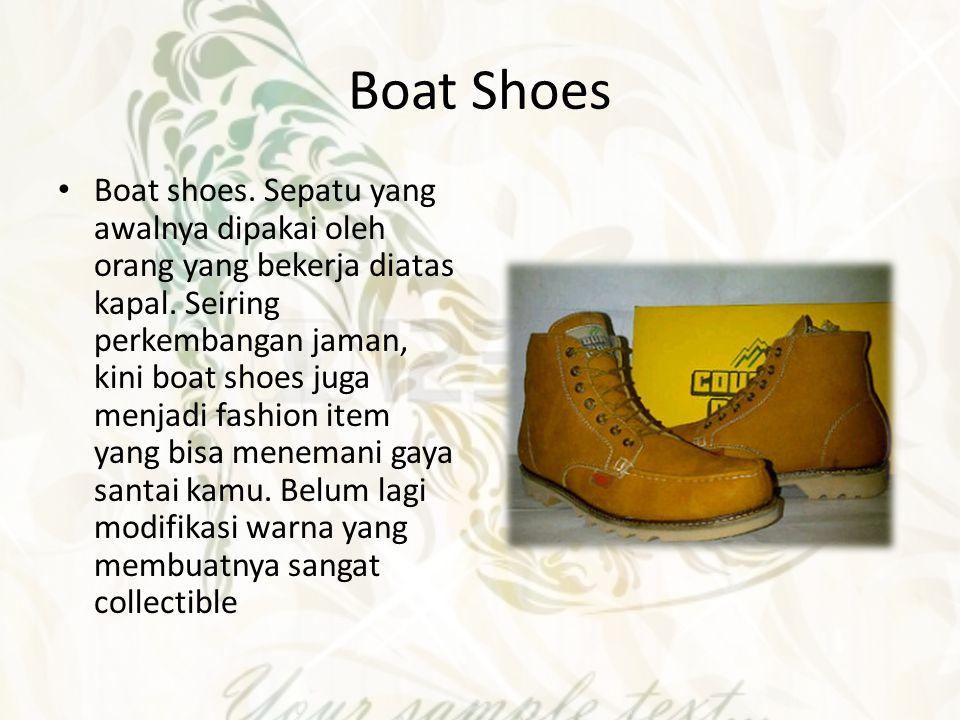 Wingtip Wingtip adalah sepatu klasik dengan siluet ramping, sol tidak terlalu tinggi – ada tambahan hak juga – dengan finishing lapisan kulit dan teknik pelubangan di seluruh sisi sepatu.