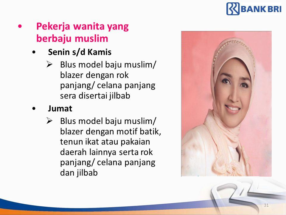 Pekerja wanita yang berbaju muslim