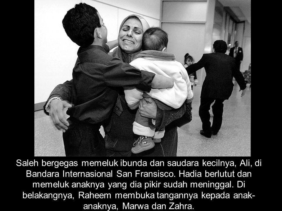 Saleh bergegas memeluk ibunda dan saudara kecilnya, Ali, di Bandara Internasional San Fransisco.