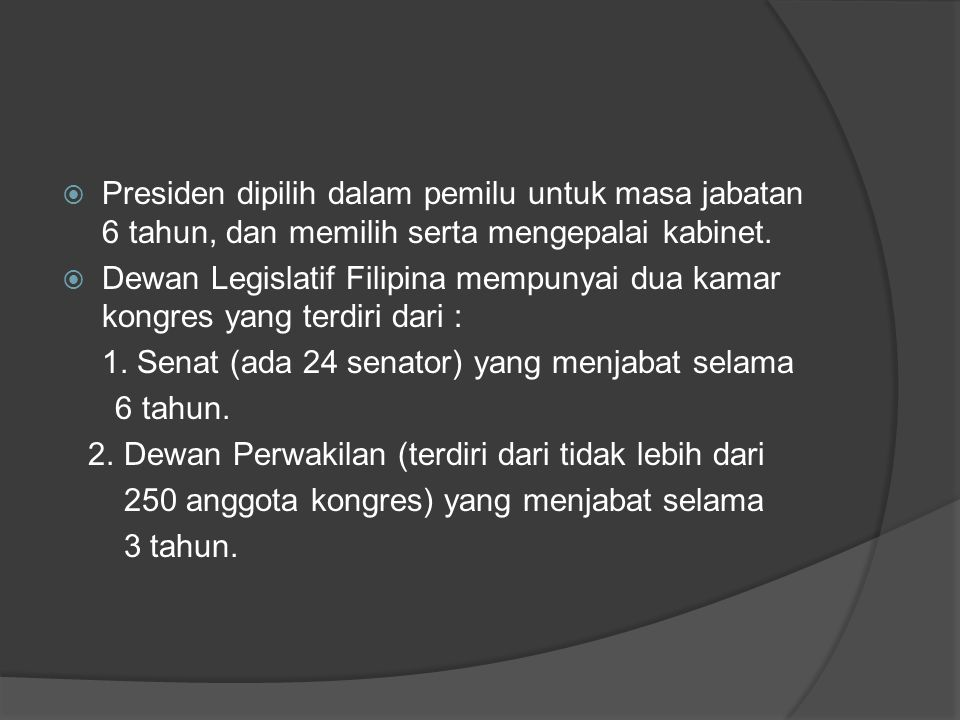 Presiden dipilih dalam pemilu untuk masa jabatan 6 tahun, dan memilih serta mengepalai kabinet.