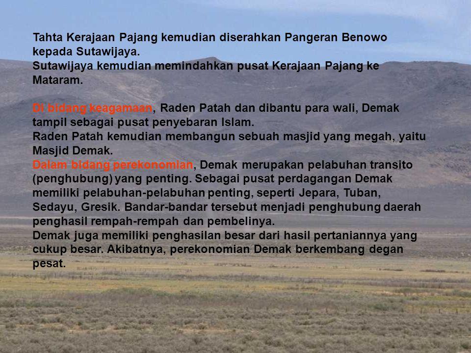 Tahta Kerajaan Pajang kemudian diserahkan Pangeran Benowo kepada Sutawijaya.