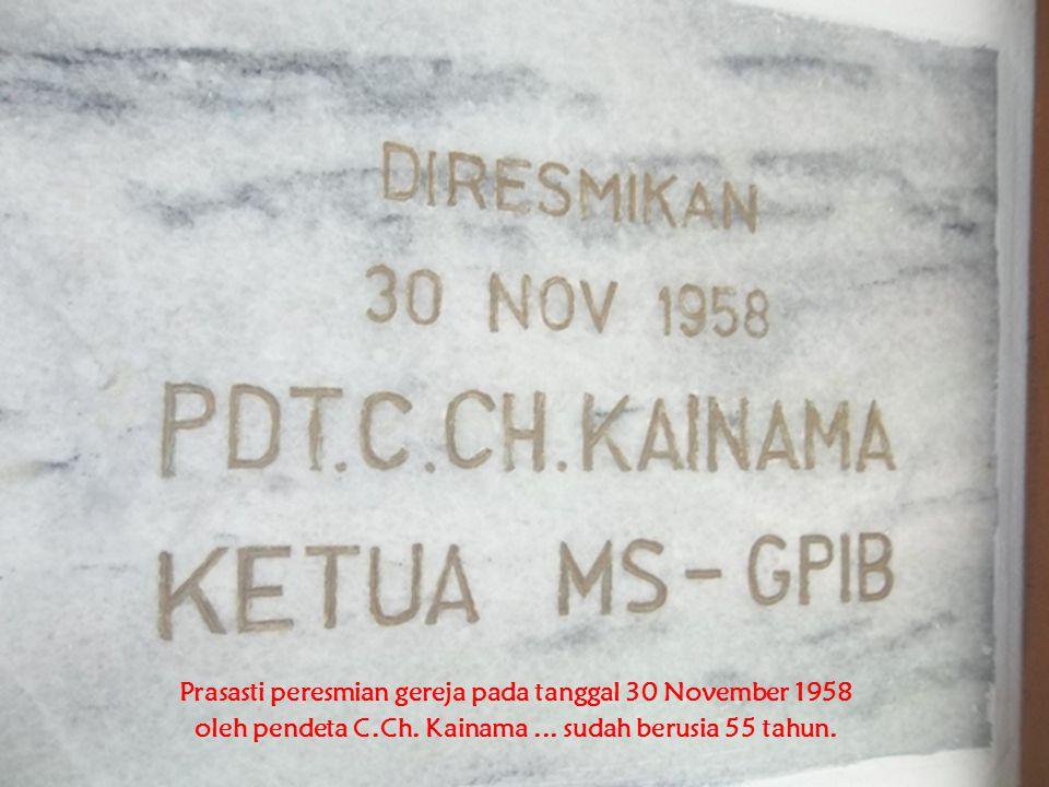 Prasasti peresmian gereja pada tanggal 30 November 1958 oleh pendeta C