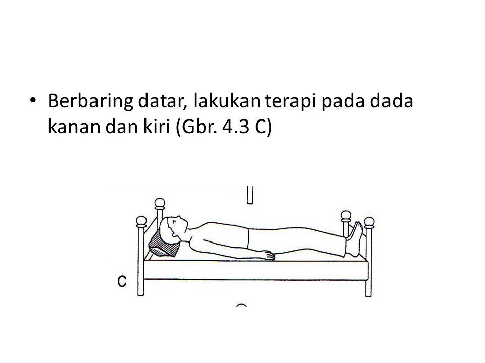 Berbaring datar, lakukan terapi pada dada kanan dan kiri (Gbr. 4.3 C)