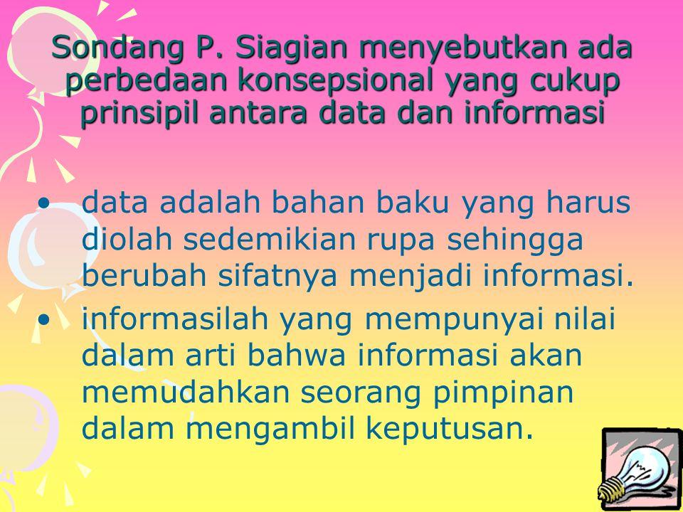 Sondang P. Siagian menyebutkan ada perbedaan konsepsional yang cukup prinsipil antara data dan informasi