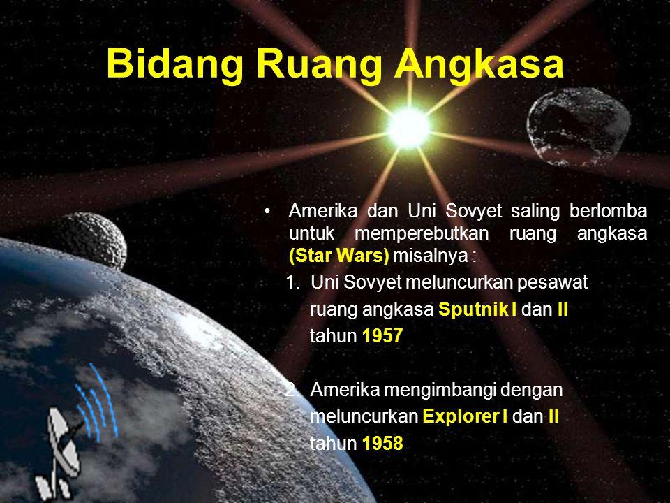 Bidang Ruang Angkasa Amerika dan Uni Sovyet saling berlomba untuk memperebutkan ruang angkasa (Star Wars) misalnya :