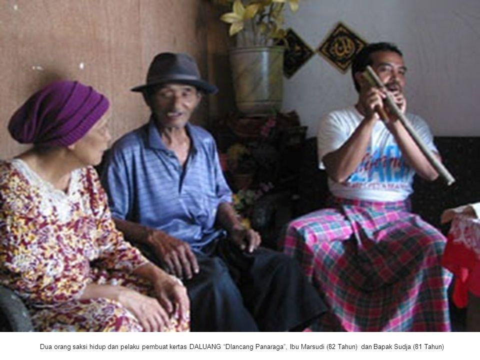 Dua orang saksi hidup dan pelaku pembuat kertas DALUANG Dlancang Panaraga , Ibu Marsudi (82 Tahun) dan Bapak Sudja (81 Tahun)