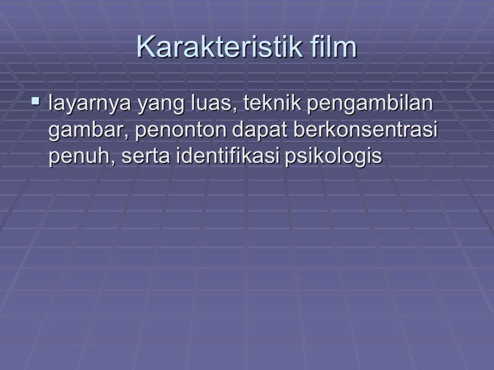 Karakteristik film layarnya yang luas, teknik pengambilan gambar, penonton dapat berkonsentrasi penuh, serta identifikasi psikologis.
