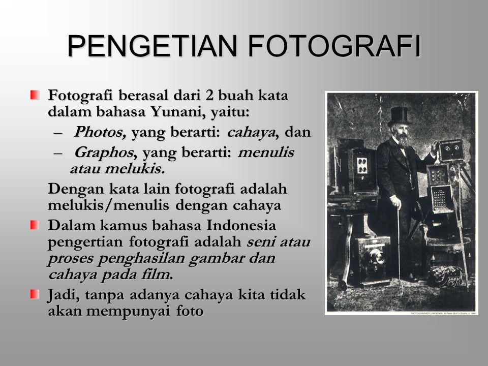 PENGETIAN FOTOGRAFI Fotografi berasal dari 2 buah kata dalam bahasa Yunani, yaitu: Photos, yang berarti: cahaya, dan.