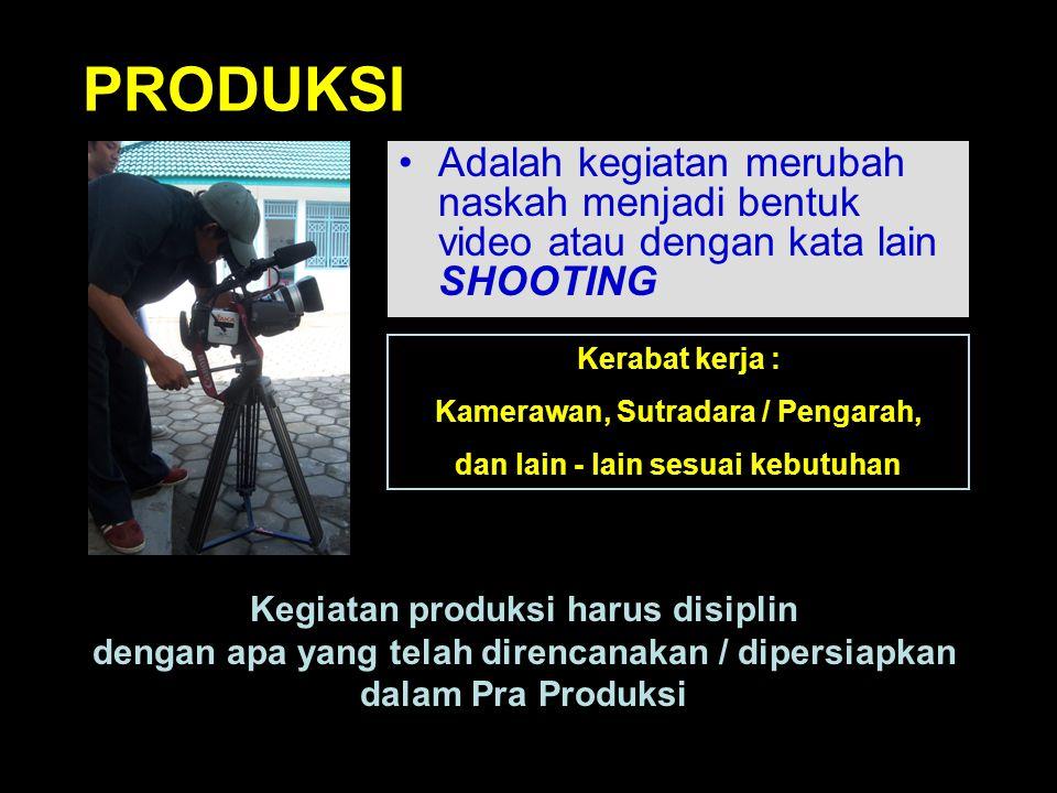 PRODUKSI Adalah kegiatan merubah naskah menjadi bentuk video atau dengan kata lain SHOOTING. Kerabat kerja :