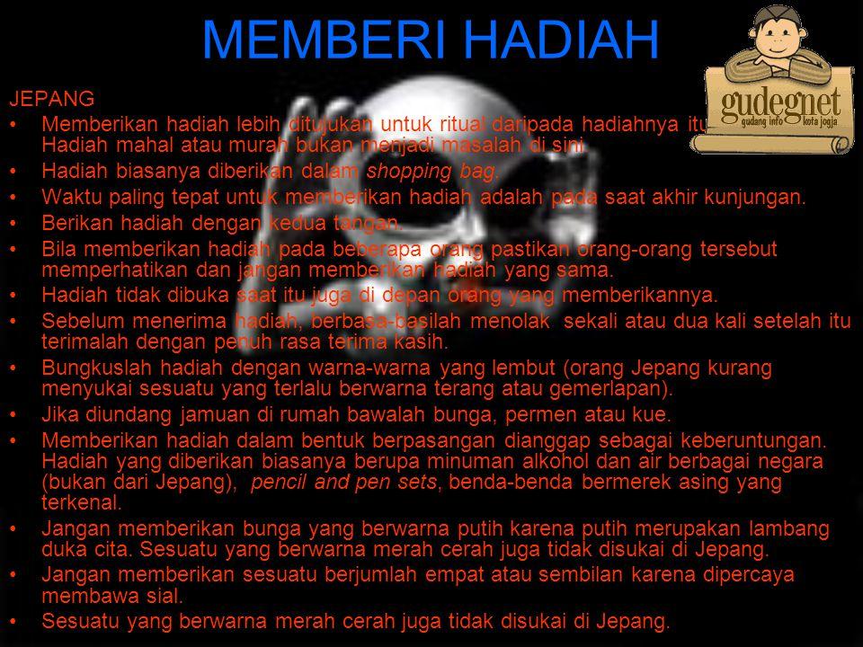 MEMBERI HADIAH JEPANG.