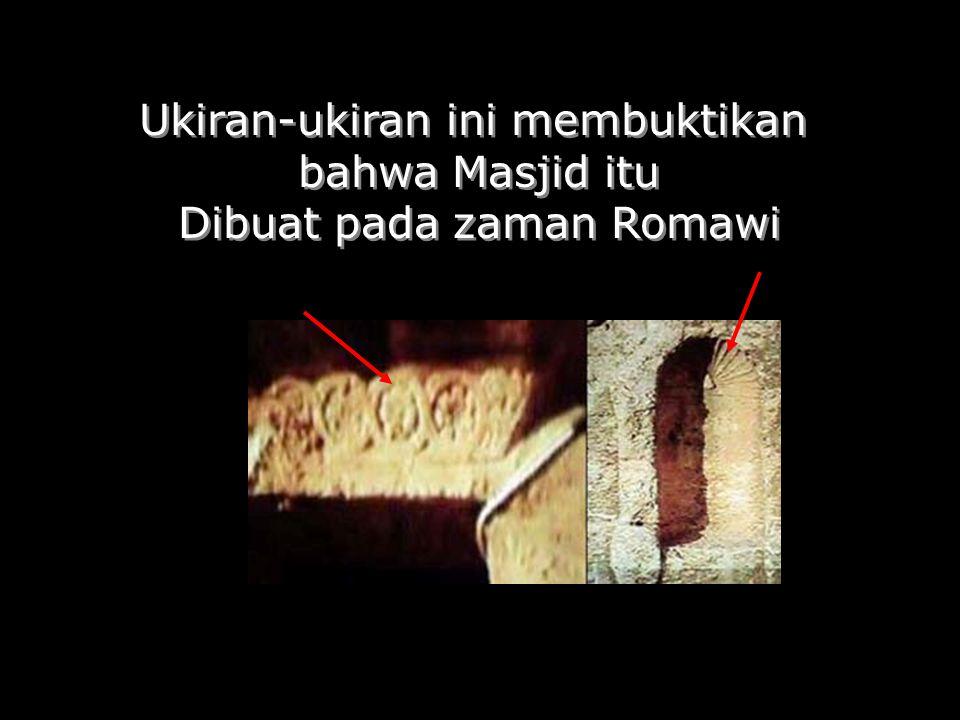 Ukiran-ukiran ini membuktikan bahwa Masjid itu