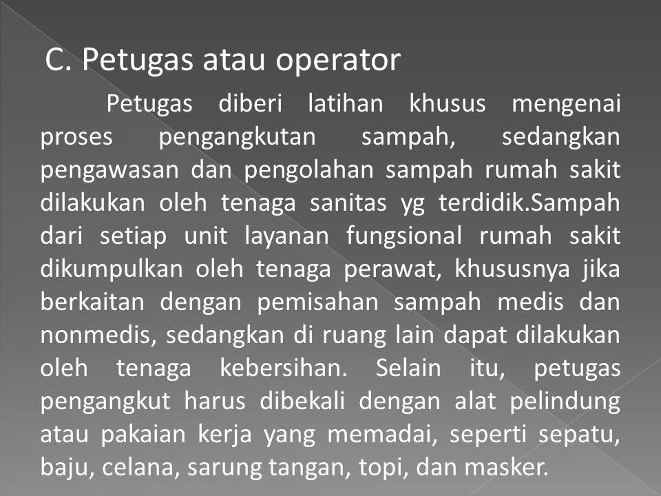 C. Petugas atau operator