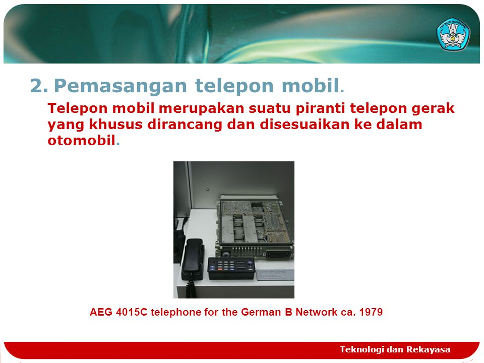 Pemasangan telepon mobil.