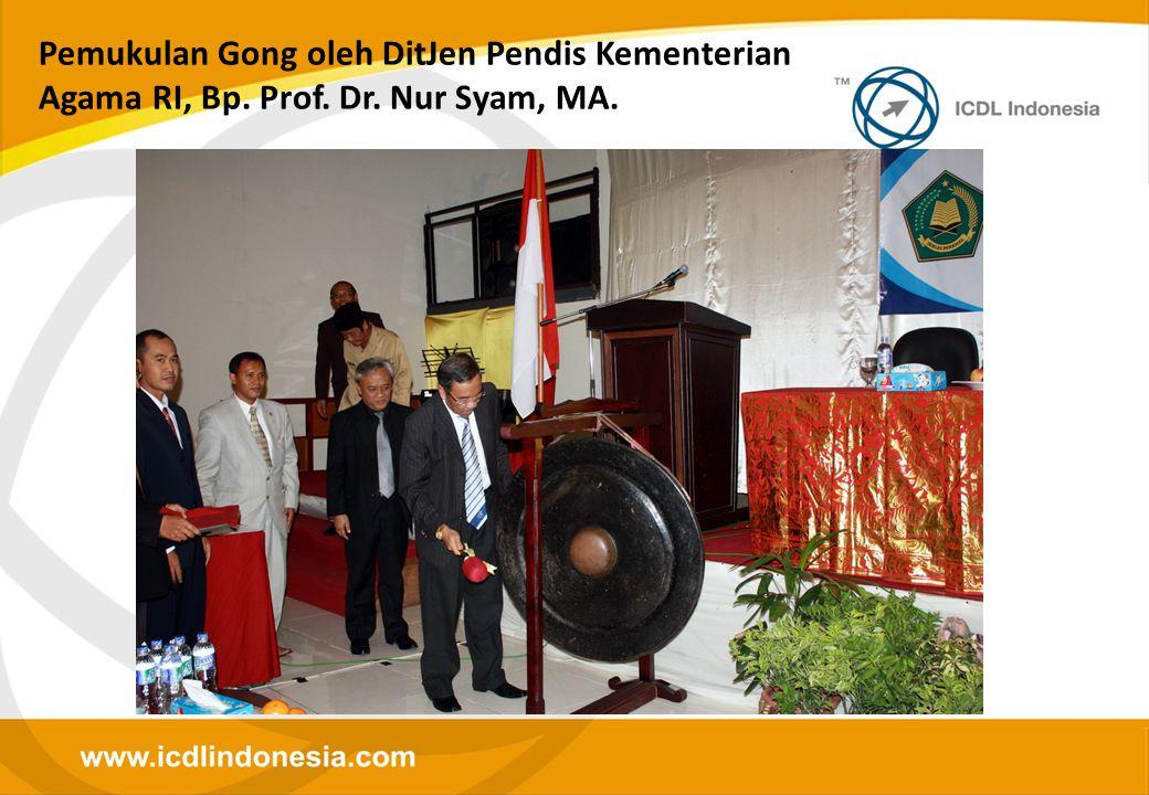 Pemukulan Gong oleh DitJen Pendis Kementerian Agama RI, Bp. Prof. Dr