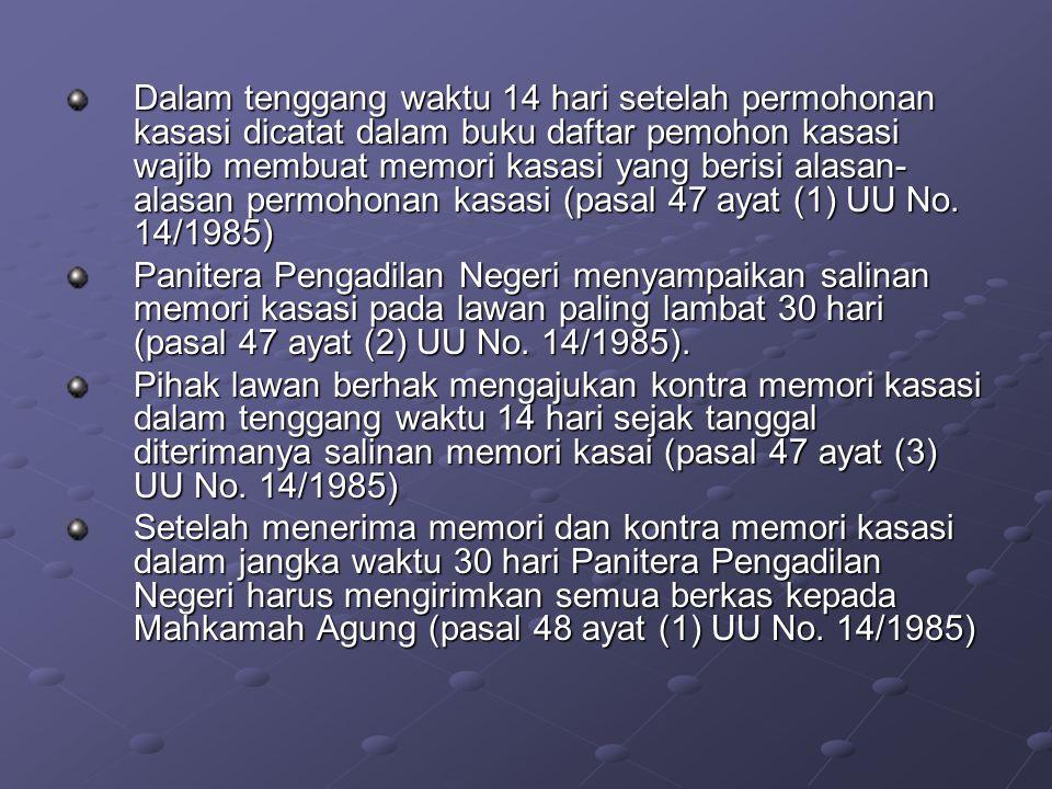 Dalam tenggang waktu 14 hari setelah permohonan kasasi dicatat dalam buku daftar pemohon kasasi wajib membuat memori kasasi yang berisi alasan-alasan permohonan kasasi (pasal 47 ayat (1) UU No. 14/1985)