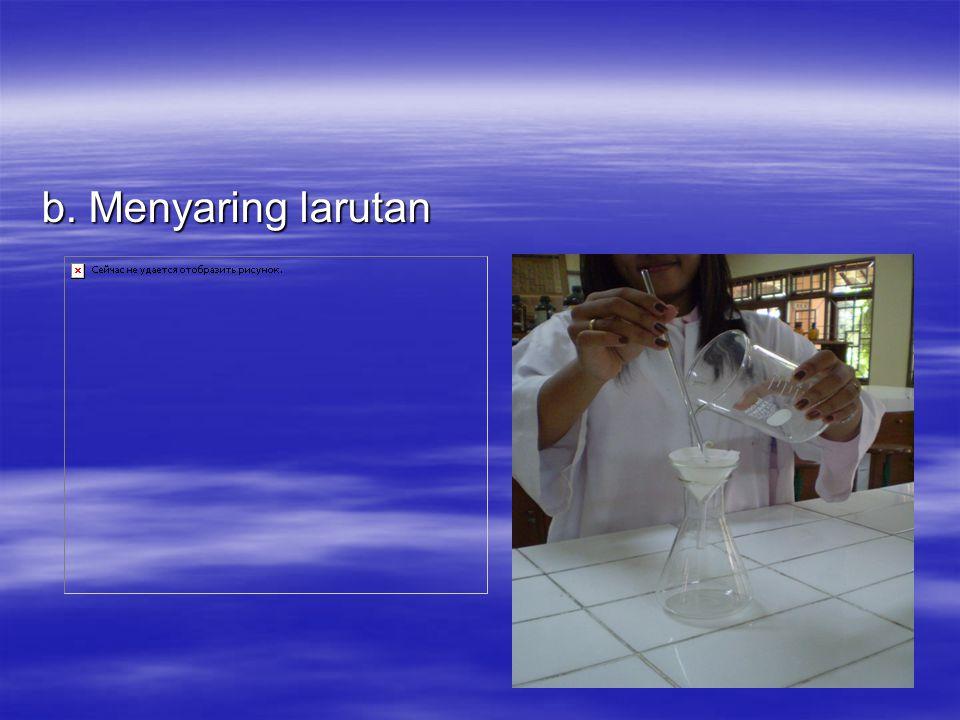 b. Menyaring larutan