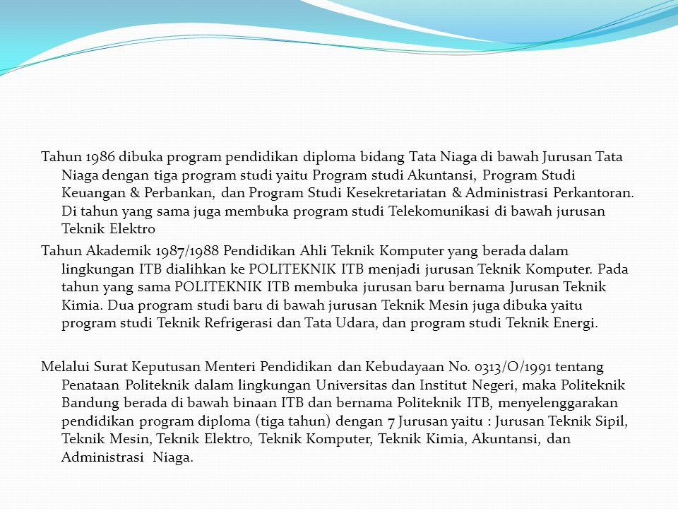 Tahun 1986 dibuka program pendidikan diploma bidang Tata Niaga di bawah Jurusan Tata Niaga dengan tiga program studi yaitu Program studi Akuntansi, Program Studi Keuangan & Perbankan, dan Program Studi Kesekretariatan & Administrasi Perkantoran.