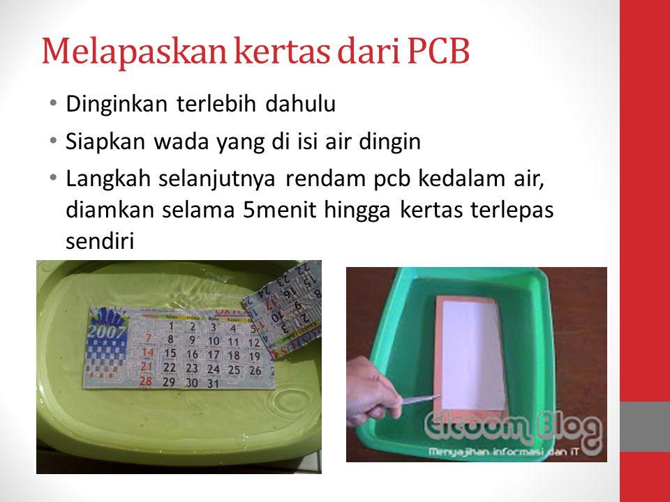 Melapaskan kertas dari PCB