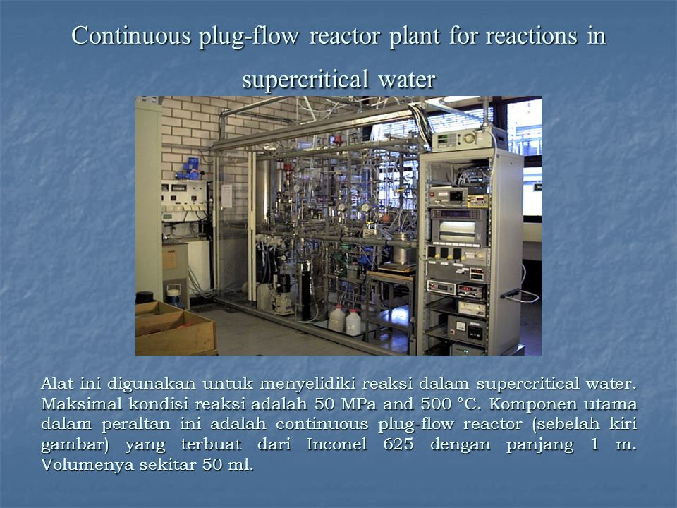 Continuous plug-flow reactor plant for reactions in supercritical water