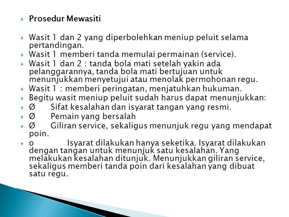 Prosedur Mewasiti Wasit 1 dan 2 yang diperbolehkan meniup peluit selama pertandingan. Wasit 1 memberi tanda memulai permainan (service).