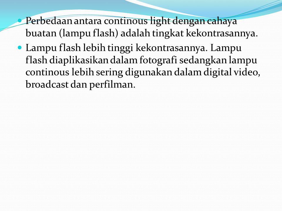 Perbedaan antara continous light dengan cahaya buatan (lampu flash) adalah tingkat kekontrasannya.