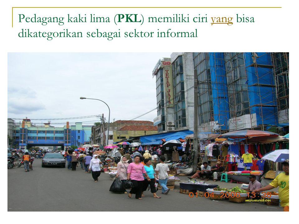 Pedagang kaki lima (PKL) memiliki ciri yang bisa dikategorikan sebagai sektor informal