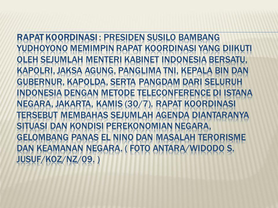 RAPAT KOORDINASI : Presiden Susilo Bambang Yudhoyono memimpin rapat koordinasi yang diikuti oleh sejumlah Menteri Kabinet Indonesia Bersatu, Kapolri, Jaksa Agung, Panglima TNI, Kepala BIN dan Gubernur, Kapolda, serta Pangdam dari seluruh Indonesia dengan metode teleconference di Istana Negara, Jakarta, Kamis (30/7).