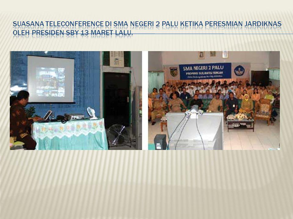Suasana teleconference di SMA Negeri 2 Palu ketika peresmian Jardiknas oleh Presiden SBY 13 Maret lalu.