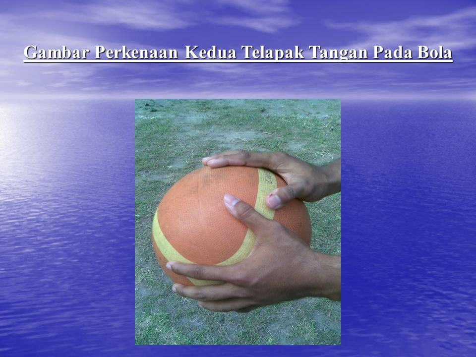 Gambar Perkenaan Kedua Telapak Tangan Pada Bola