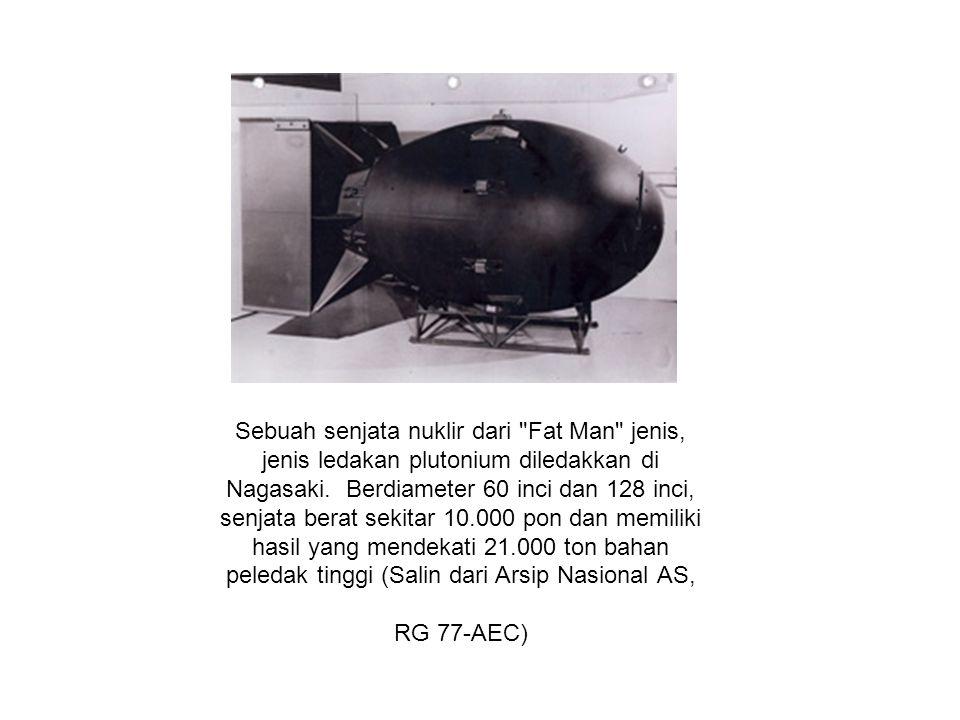 Sebuah senjata nuklir dari Fat Man jenis, jenis ledakan plutonium diledakkan di Nagasaki.