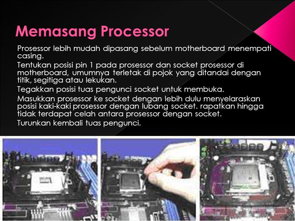 Memasang Processor Prosessor lebih mudah dipasang sebelum motherboard menempati casing.