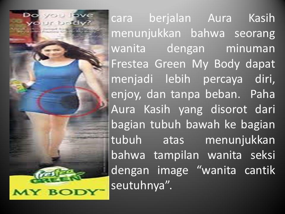 cara berjalan Aura Kasih menunjukkan bahwa seorang wanita dengan minuman Frestea Green My Body dapat menjadi lebih percaya diri, enjoy, dan tanpa beban.