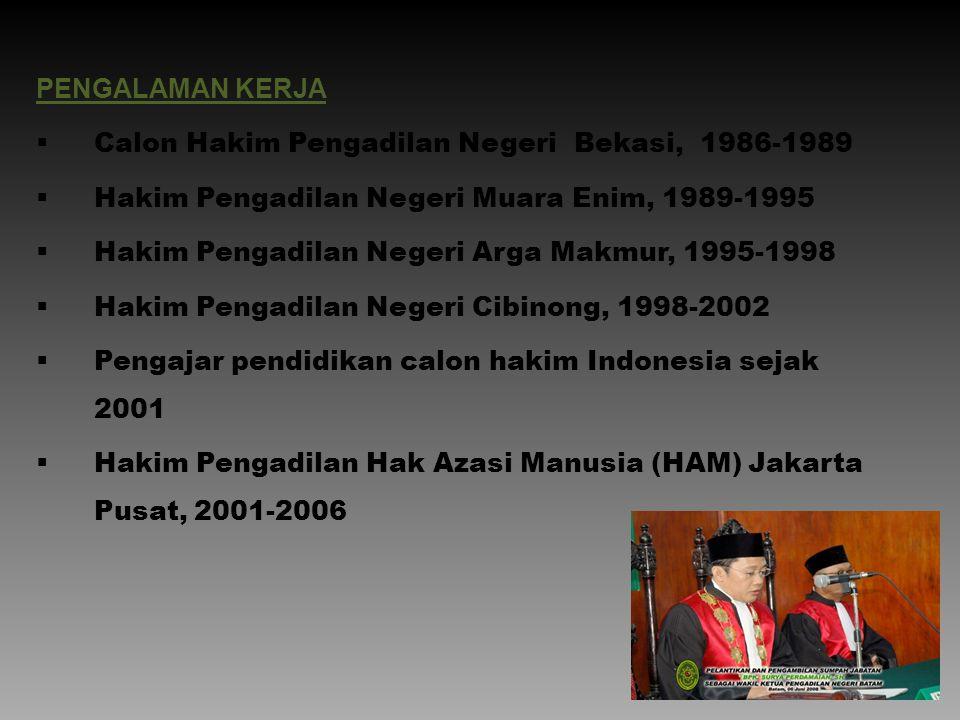 PENGALAMAN KERJA Calon Hakim Pengadilan Negeri Bekasi, 1986-1989. Hakim Pengadilan Negeri Muara Enim, 1989-1995.