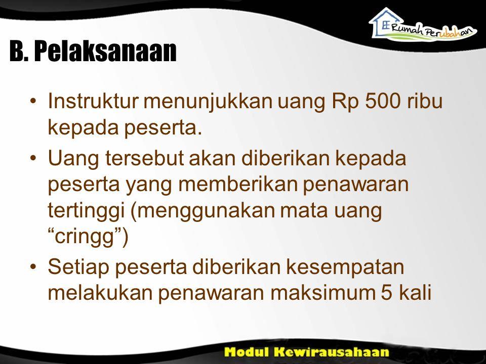 B. Pelaksanaan Instruktur menunjukkan uang Rp 500 ribu kepada peserta.