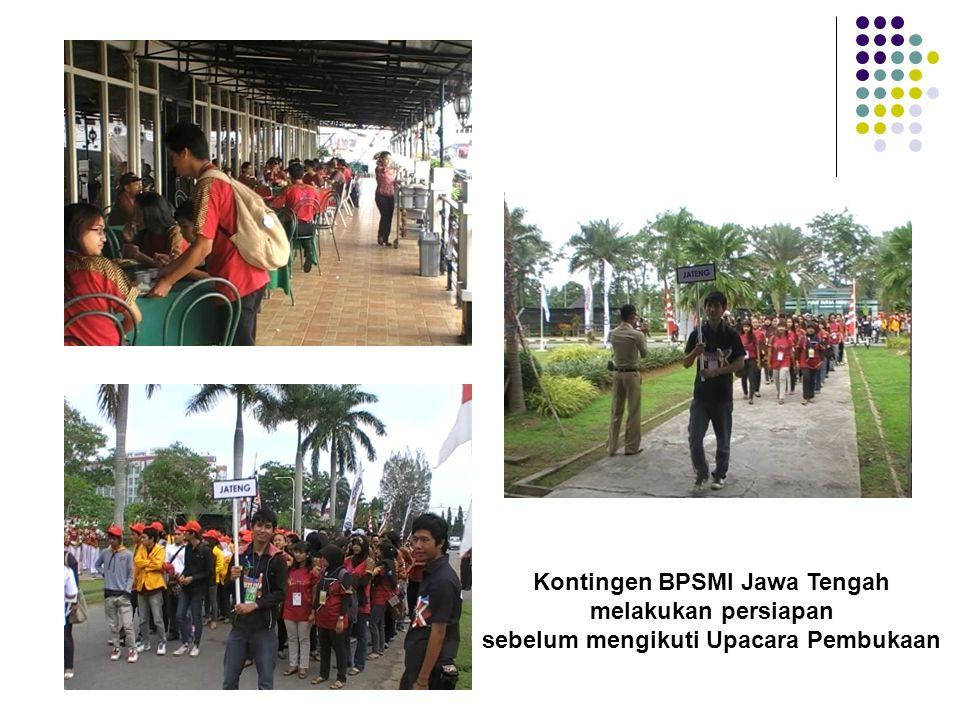 Kontingen BPSMI Jawa Tengah sebelum mengikuti Upacara Pembukaan