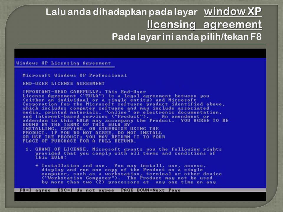 Lalu anda dihadapkan pada layar window XP licensing agreement Pada layar ini anda pilih/tekan F8