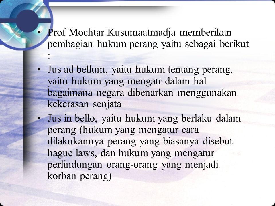 Prof Mochtar Kusumaatmadja memberikan pembagian hukum perang yaitu sebagai berikut :