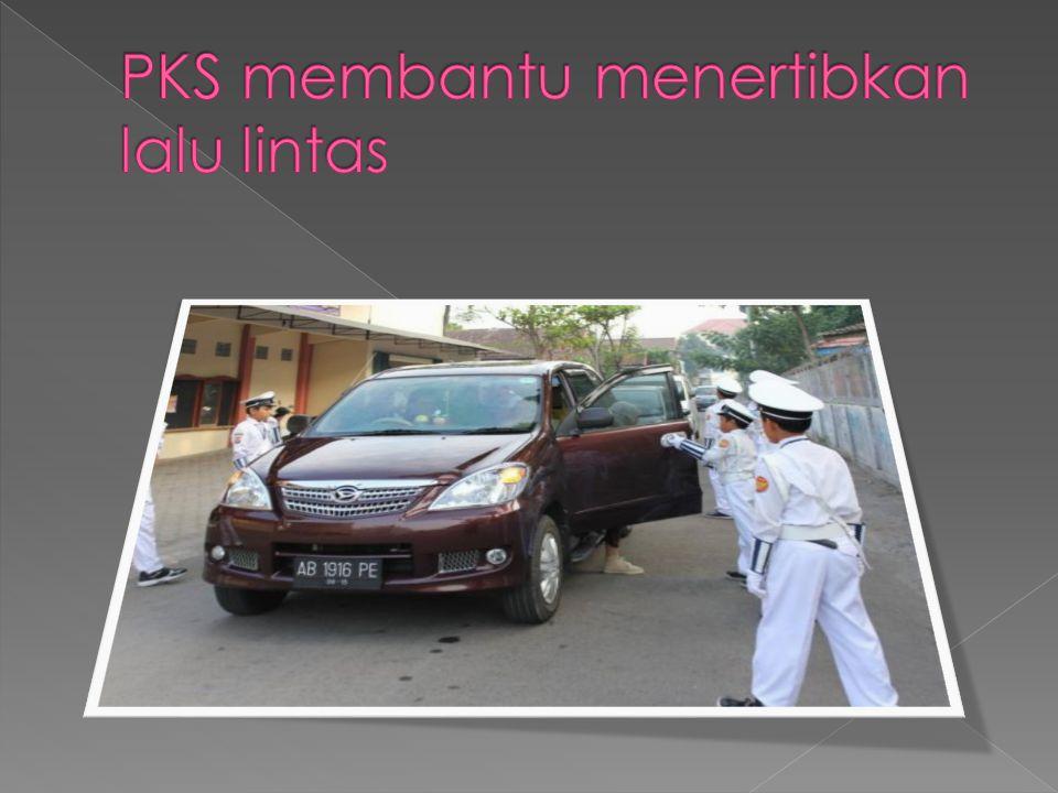 PKS membantu menertibkan lalu lintas
