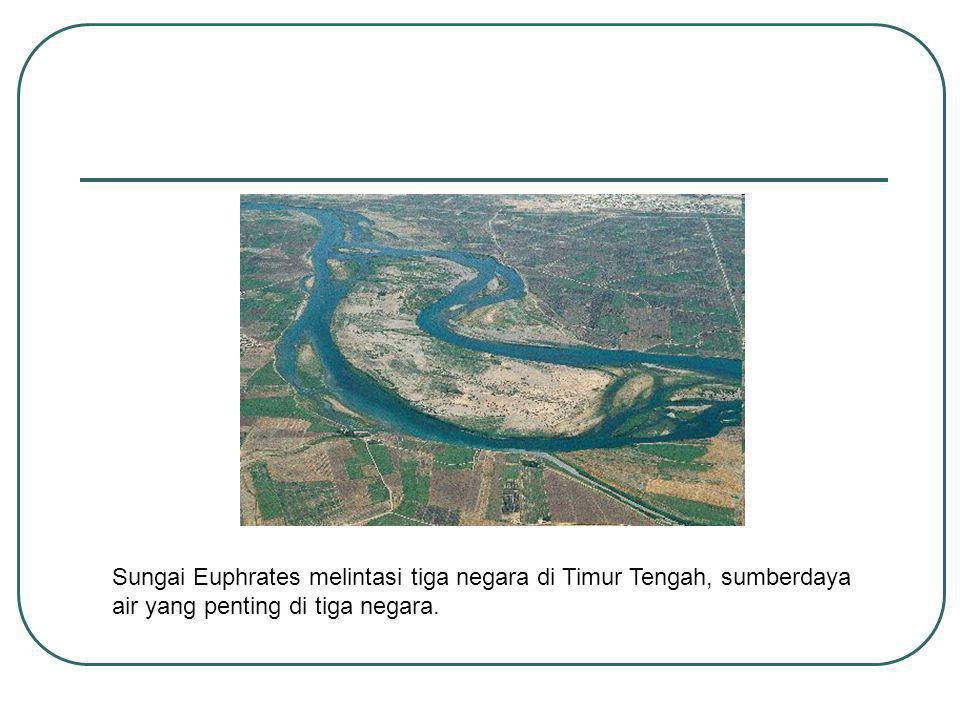 Sungai Euphrates melintasi tiga negara di Timur Tengah, sumberdaya air yang penting di tiga negara.