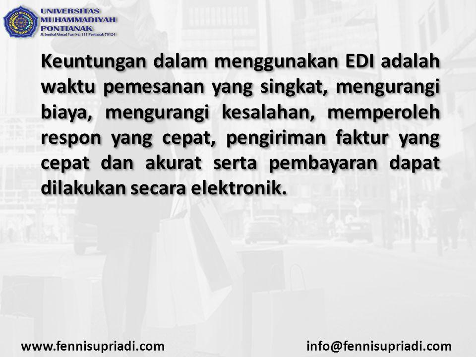 Keuntungan dalam menggunakan EDI adalah waktu pemesanan yang singkat, mengurangi biaya, mengurangi kesalahan, memperoleh respon yang cepat, pengiriman faktur yang cepat dan akurat serta pembayaran dapat dilakukan secara elektronik.