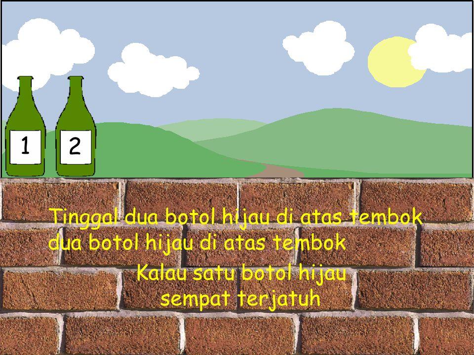 1 2 Tinggal dua botol hijau di atas tembok