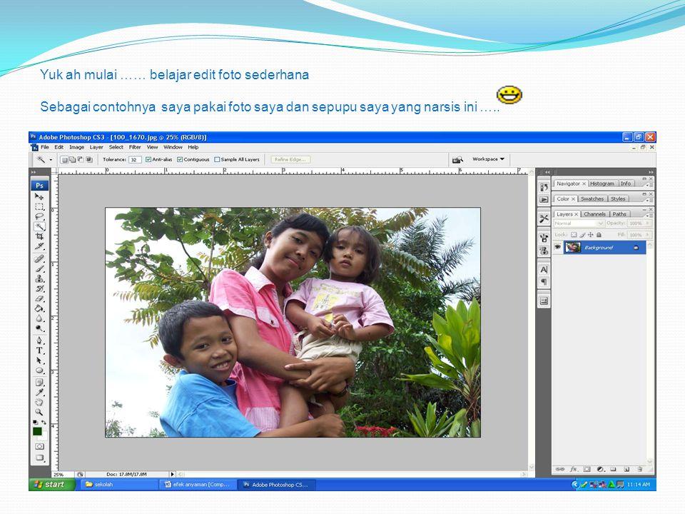 Yuk ah mulai …… belajar edit foto sederhana Sebagai contohnya saya pakai foto saya dan sepupu saya yang narsis ini …..