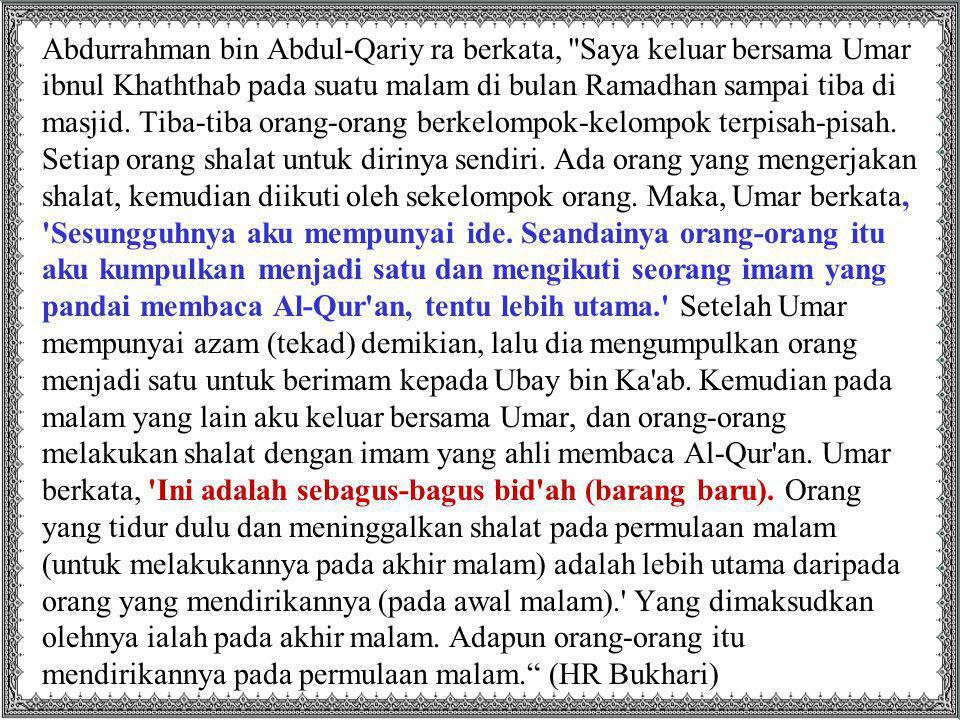Abdurrahman bin Abdul-Qariy ra berkata, Saya keluar bersama Umar ibnul Khaththab pada suatu malam di bulan Ramadhan sampai tiba di masjid.