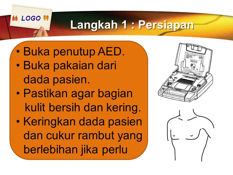 Langkah 1 : Persiapan Buka penutup AED. • Buka pakaian dari dada pasien. • Pastikan agar bagian kulit bersih dan kering.