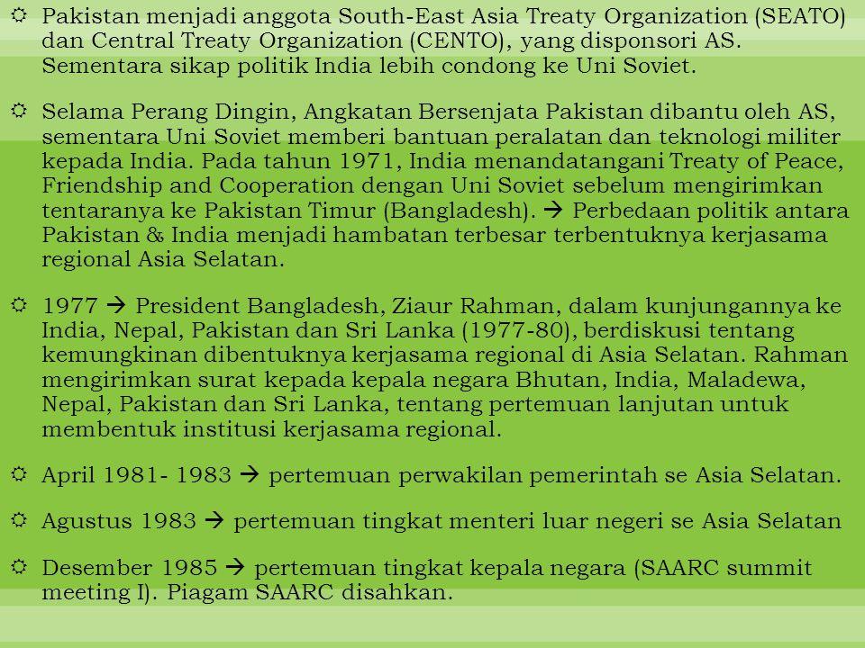 Pakistan menjadi anggota South-East Asia Treaty Organization (SEATO) dan Central Treaty Organization (CENTO), yang disponsori AS. Sementara sikap politik India lebih condong ke Uni Soviet.
