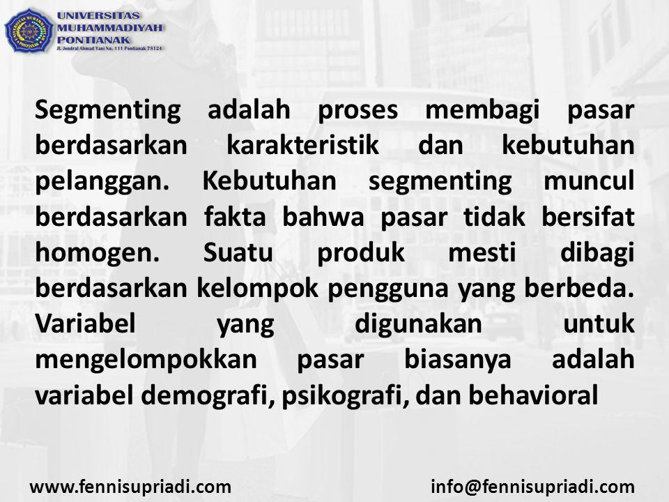 Segmenting adalah proses membagi pasar berdasarkan karakteristik dan kebutuhan pelanggan. Kebutuhan segmenting muncul berdasarkan fakta bahwa pasar tidak bersifat homogen. Suatu produk mesti dibagi berdasarkan kelompok pengguna yang berbeda. Variabel yang digunakan untuk mengelompokkan pasar biasanya adalah variabel demografi, psikografi, dan behavioral