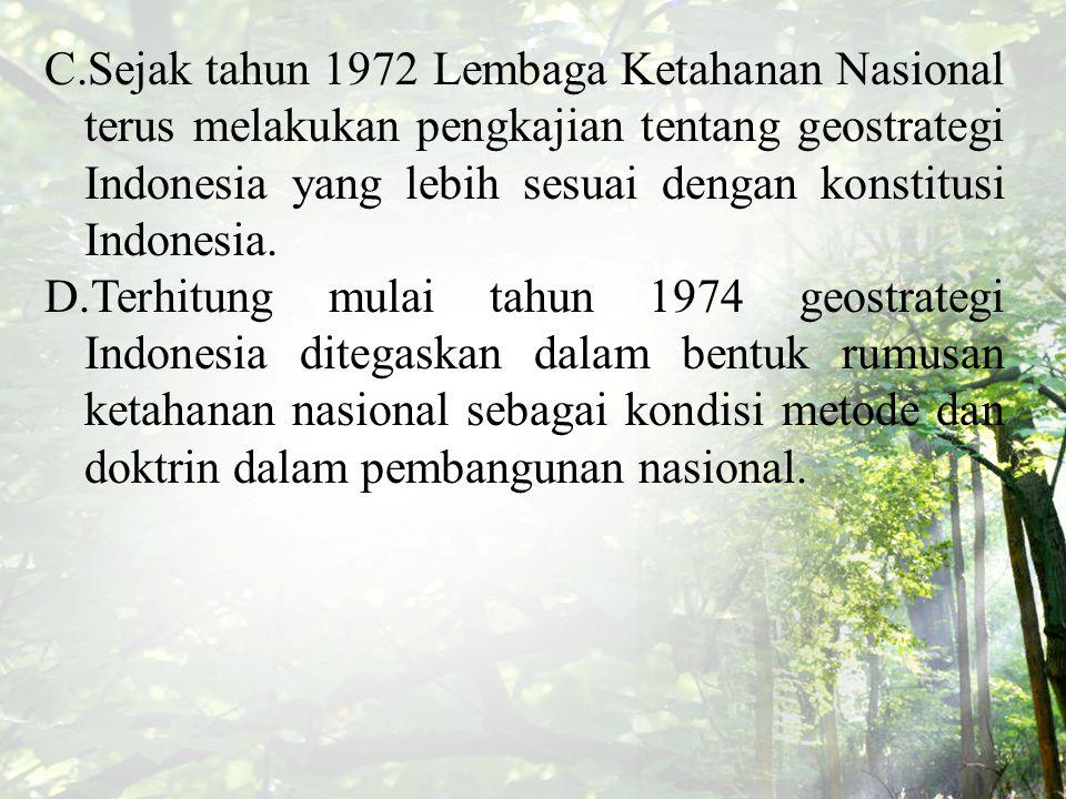 Sejak tahun 1972 Lembaga Ketahanan Nasional terus melakukan pengkajian tentang geostrategi Indonesia yang lebih sesuai dengan konstitusi Indonesia.