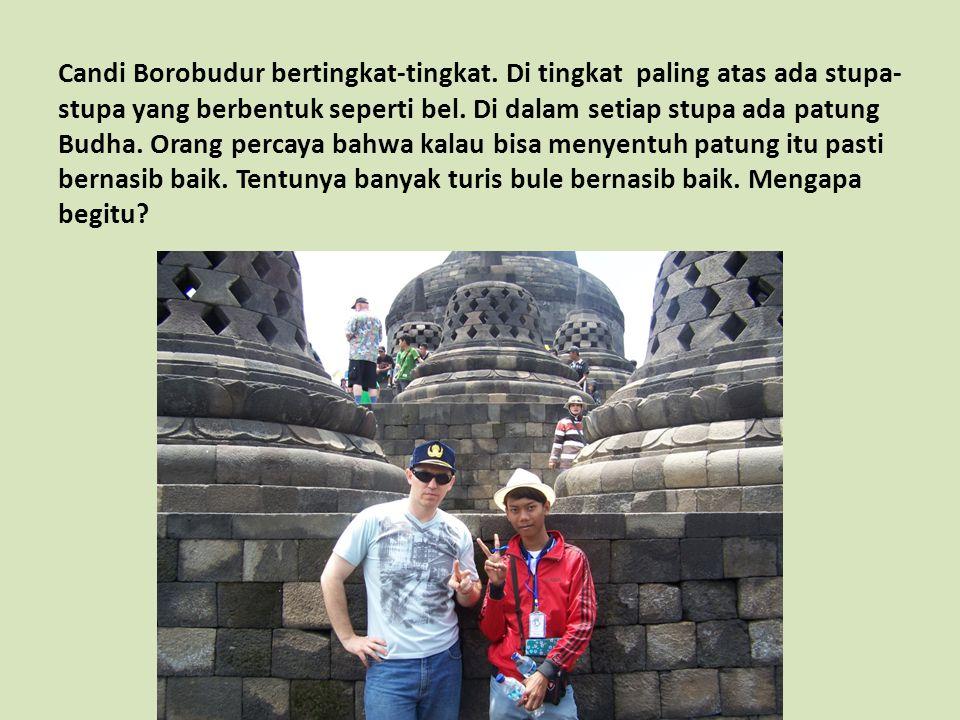 Candi Borobudur bertingkat-tingkat