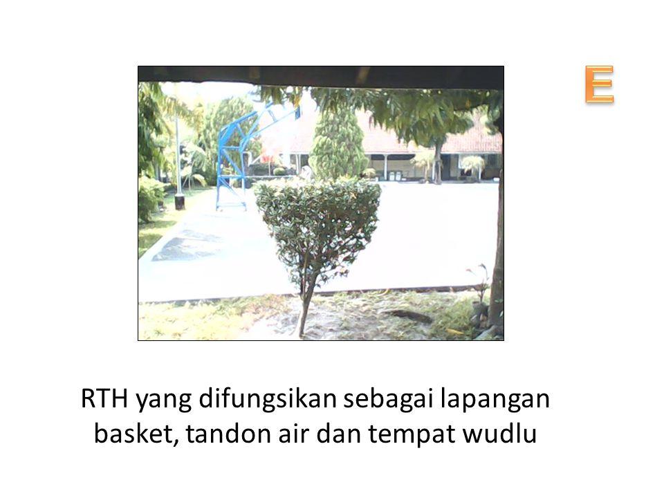 E RTH yang difungsikan sebagai lapangan basket, tandon air dan tempat wudlu